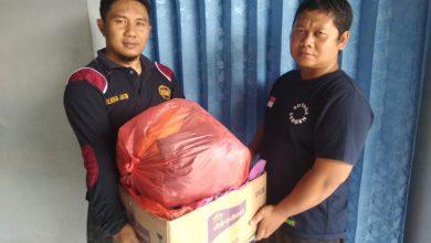 Photo of Yanmas Ansharu Syariah Berbagi Pakaian Bekas Layak Pakai di Tengah Pandemi Covid-19