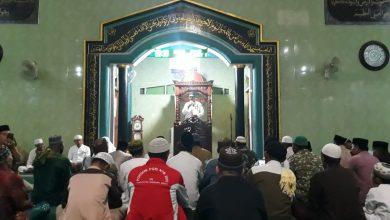 Photo of Subuh Berjamaah Bersama MPUII, Yanmas Ansharu Syariah Nusra Bagikan Nasi Gratis Untuk Jamaah