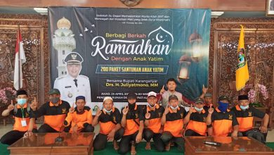 Photo of Bersama Komunitas Muslim, Yanmas Ansharu Syariah Karanganyar Santuni Anak Yatim dan Dhuafa