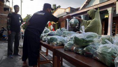 Photo of Bantu Masyarakat, Yanmas Ansharu Syariah Sukoharjo dan Baitulmal Salimah Bagikan Sayur Gratis