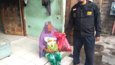 Photo of Bertahan Hidup Seorang Diri, Yanmas Ansharu Syariah Bali Berikan Bantuan Sembako Untuk Janda Tua