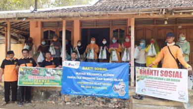 Photo of Bersinergi, Yanmas Ansharu Syariah Bagikan Air Bersih dan Sayuran Gratis di Wilayah Terdampak Kekeringan